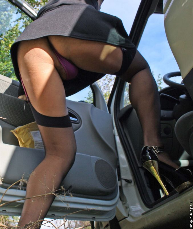 bite exhib suce en voiture